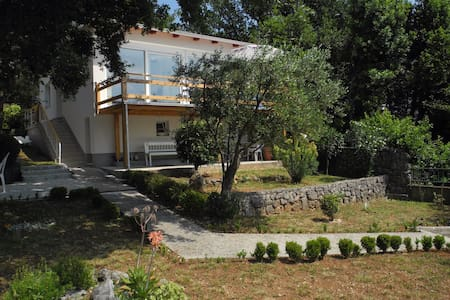 Archi`s house -a charming house 5 min from the sea - Selce