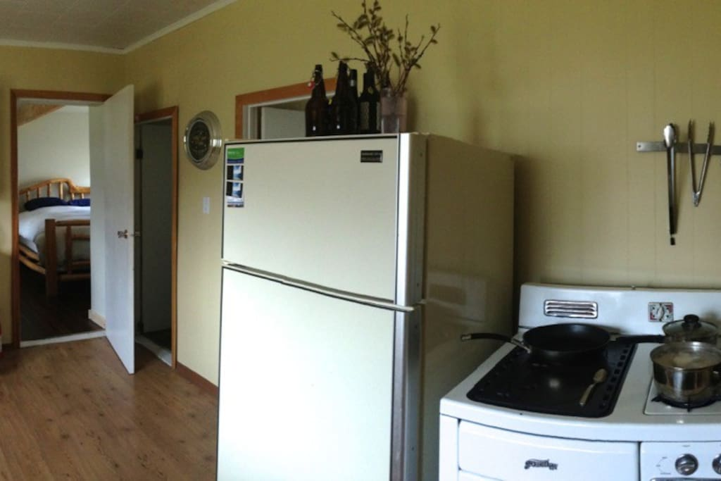 Full kitchen with gas stove top.  Not quite 1910's but certainly vintage.