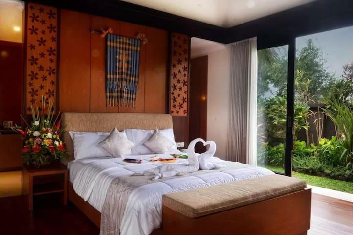 Luxury 1 BR Private Pool Villa near Beach