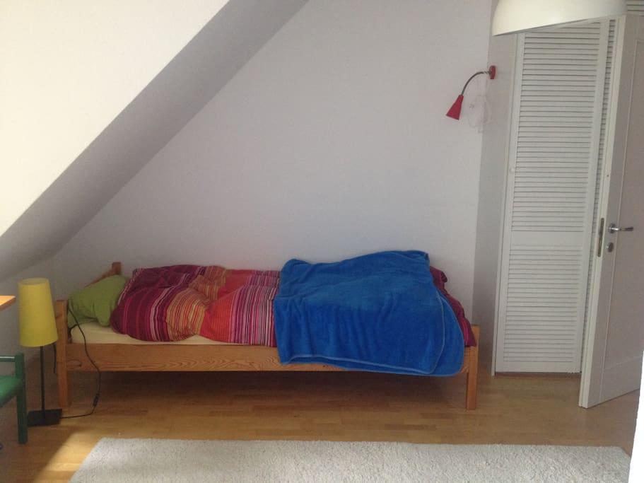 Bett (Bed)