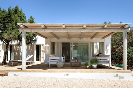 Charming villa near the beach - 6 suites - Formentera