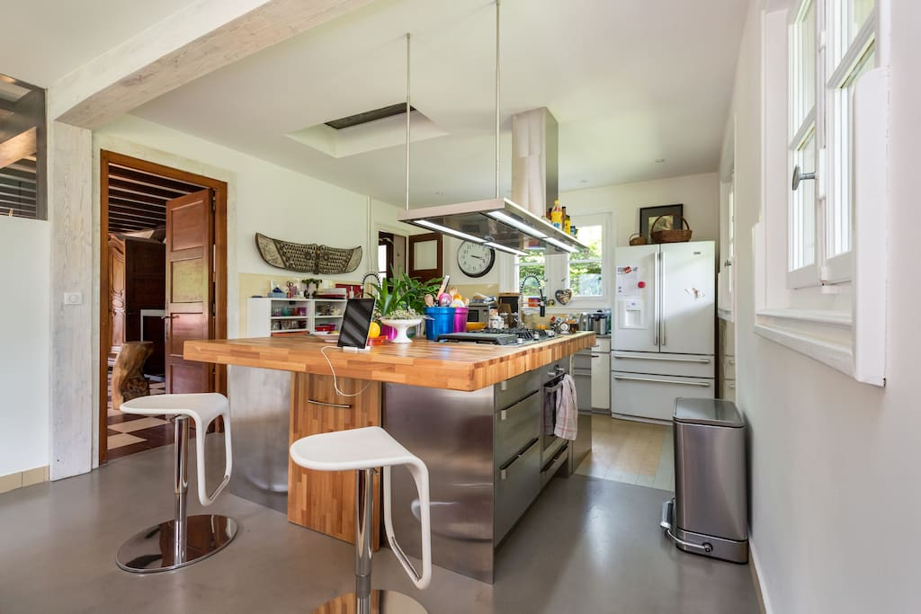 Large central island in the kitchen