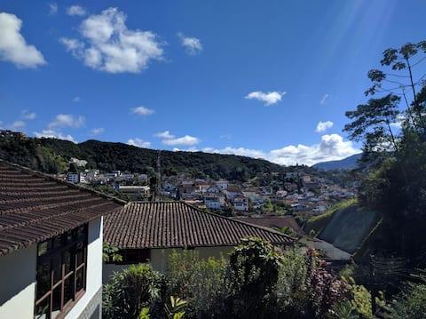 Refúgio na Serra com Vista para Montanha