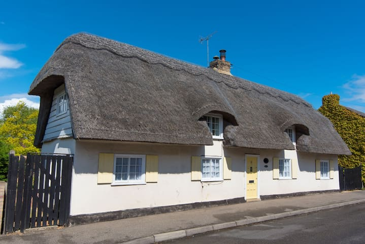 Charming 18C Thatched Cottage, Over - Over
