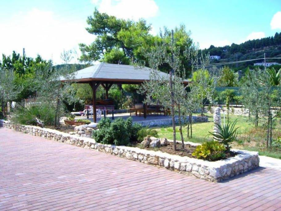 zona relax giardino, gazebo ed area barbeque