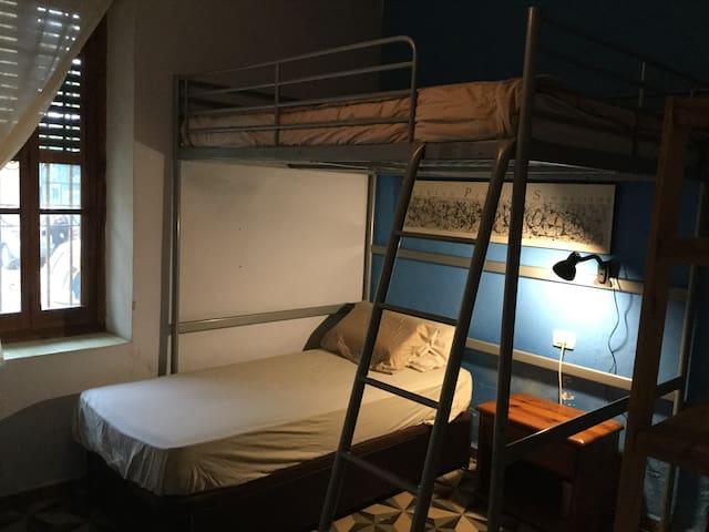 1 habitación triple  en Benicassim pueblo