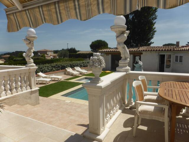 terrasse sur la piscine
