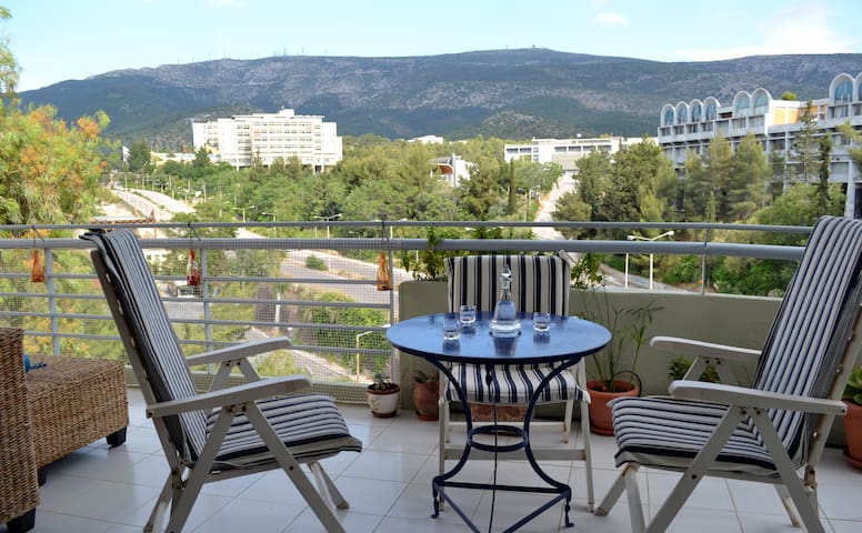 Bright top floor apt with amazing view! - Athènes - Appartement