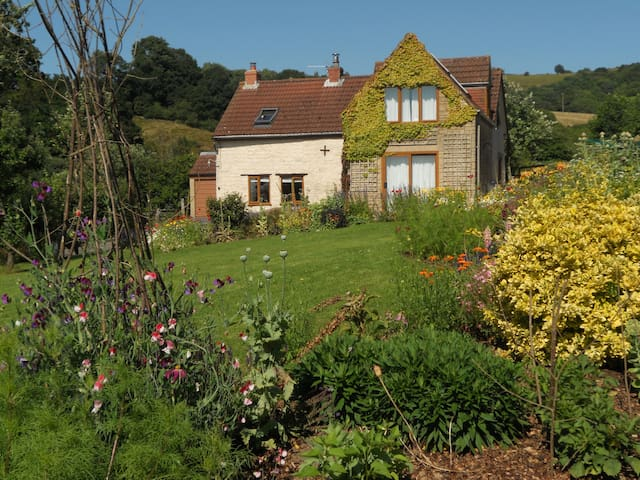 Peaceful country cottage with spectacular views - Gloucestershire - Hus