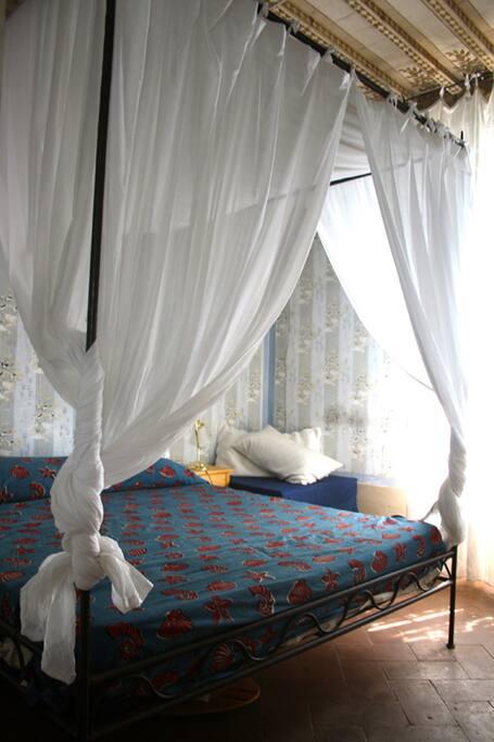 Camera con letto matrimoniale e letto singolo apribile