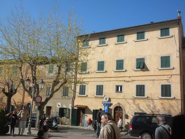 Bilocale panoramico C. Carducci - Castagneto Carducci - Haus