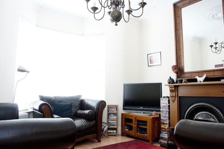 Quality Twin/SuperKingsize Room & Private Bathroom - Wallasey - House
