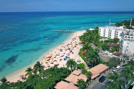 Million Dollar View/ Central 1BR - Montego Bay - Apartemen