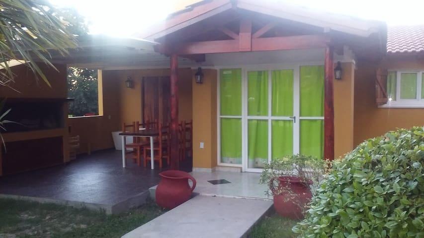 Casa p/6 y depto p/4 personas en Mina Clavero. - San Alberto - Casa