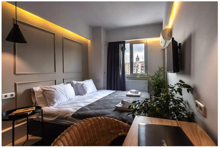 Comfortable Suite Room with Galata Tower View