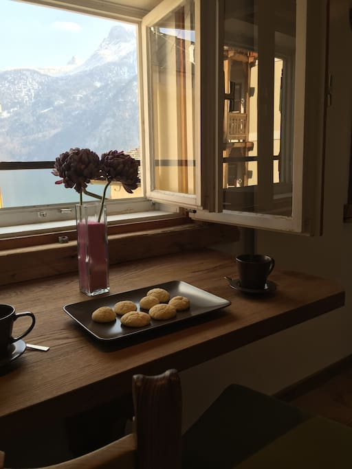 Enjoy breakfast with lake view
