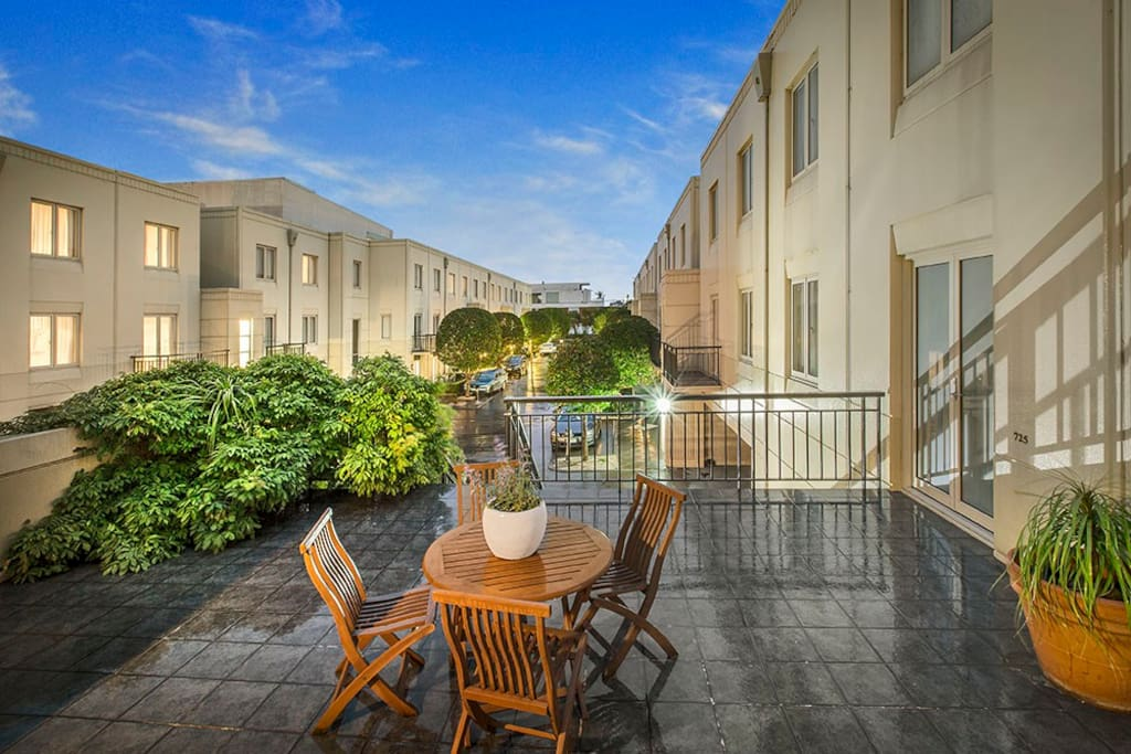 Spacious townhouse apartments with balcony