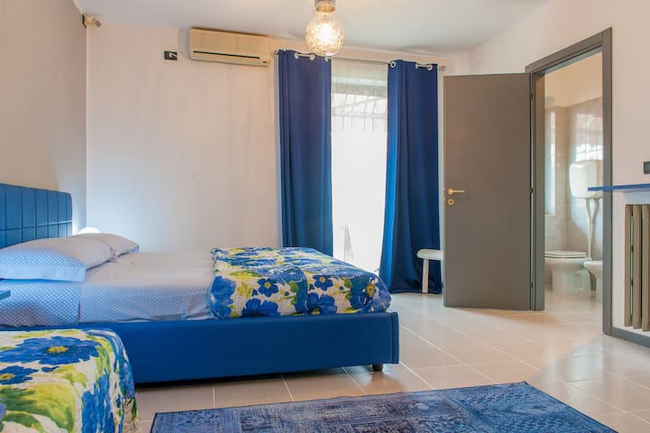 HUGE ROOM MAX 4PPL +PRIVATE BATHROOM - Verona - Casa