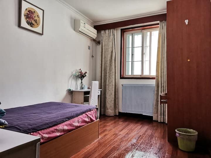 10分钟到地铁双桥站的独立卧室,直达中传二外天安门,故宫,军博,通州。长租优惠。