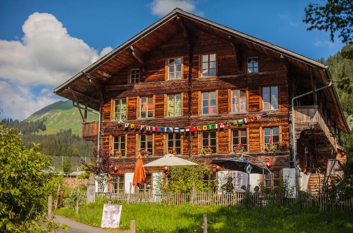 Swiss Chalet on Organic Farm / Zimmer i.d. Bergen - Habkern - Rumah Tamu