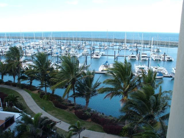 Luxury 3 bedroom Waterfront Apartment - Mackay Harbour - Pis