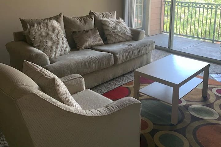 Private clean & comfy bedroom in North Austin