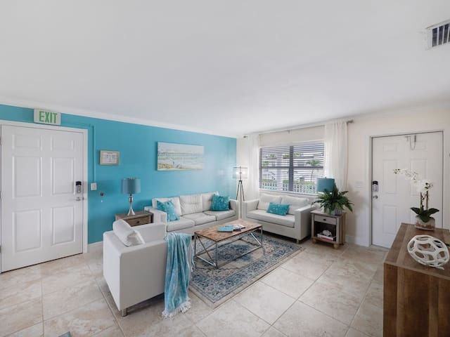 Seas The Day 2 - Newly Renovated 2BR Condo on Singer Island