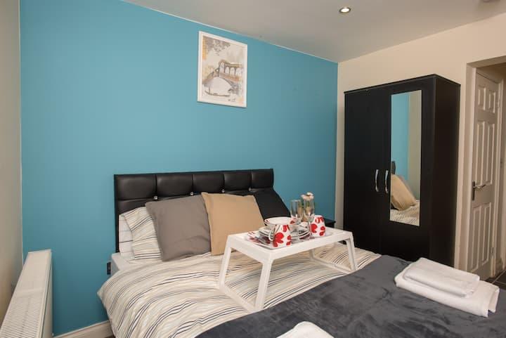 Derby En-suite Room 1