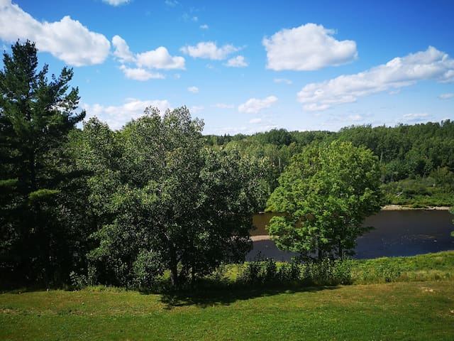 Riverside Lodge - an unforgettable stay with view