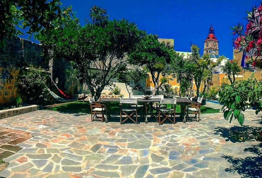 ''This is a great place to stay! You are in the middle of the old town but it is still quiet! The beautiful garden with hammock, orange and lemon trees are like a little paradise! I totally can recommend this place!''