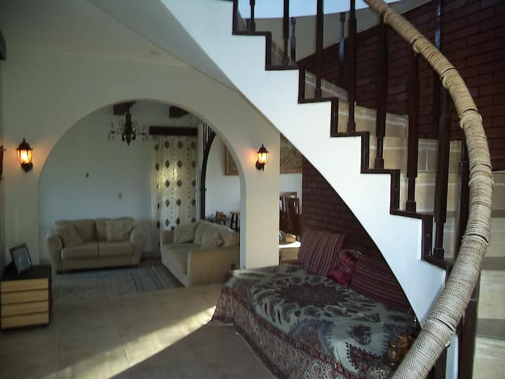 Private room with AC in a spacious & cozy house