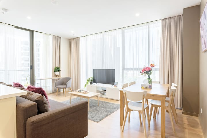 Syndey CBD Penthouse 2 bedroom + Free Car parking