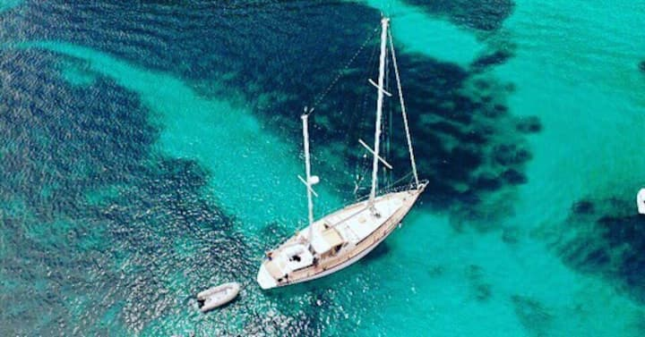 53 foot (16m) luxury private yacht..