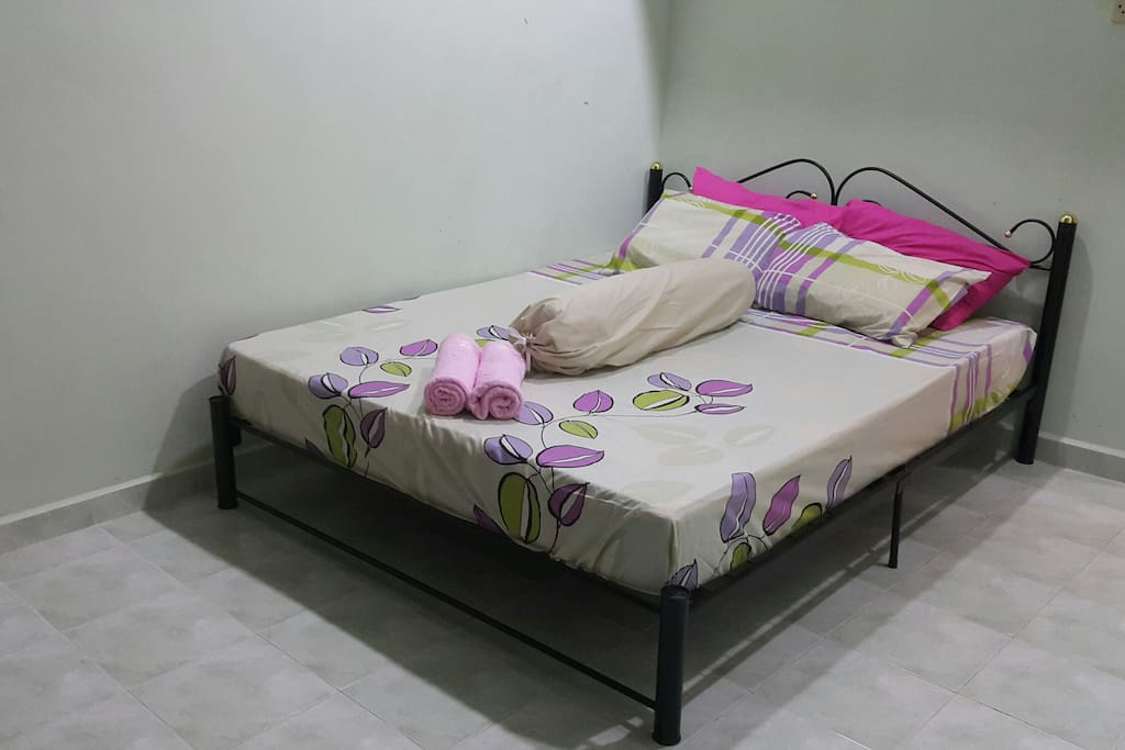 ROOM 1: Double Bed (Queen)  - Air conditioned - Have Fan - Provide with towel & blanket