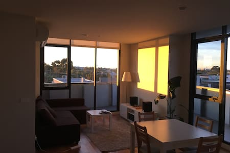 Super sunny apartment in Brunswick - Brunswick East - Leilighet