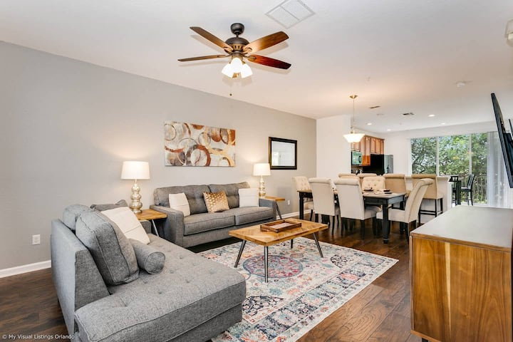 Tasteful Town Home. CDC Cleaning. Near attractions, convention center! 3VC138