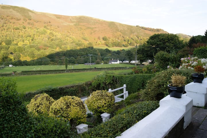 Cosy cottage in a stunning location - Llantysilio