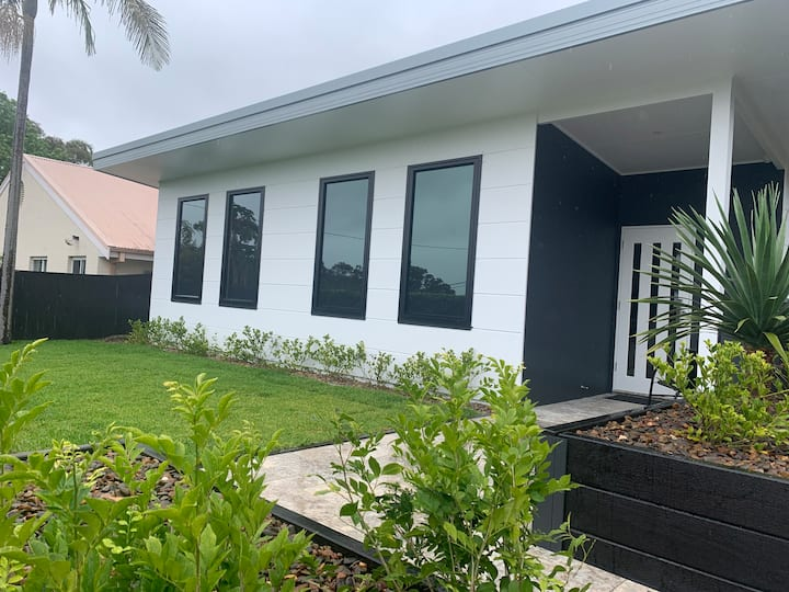 Brand New 1 bedroom ultra modern guest house