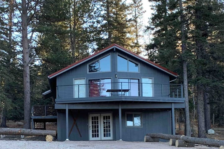The Haven - Charming Rustic Cabin by Ski Resort