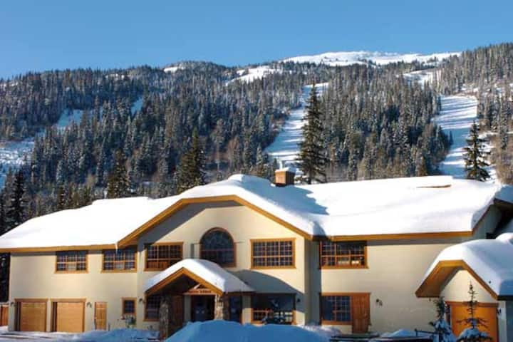 Pinnacle Lodge Sun Peaks Hotel Room sleeps 3