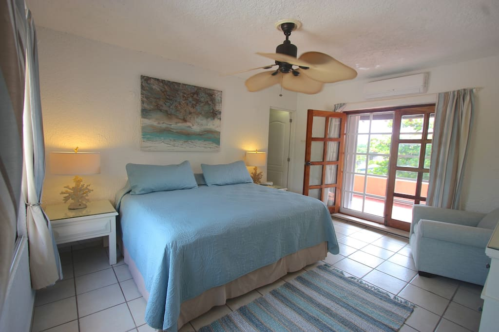 Bright & Spacious King Size Bedroom with East facing window.