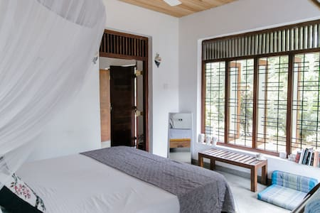 Golden Pearl House private B&B, 70m from beach
