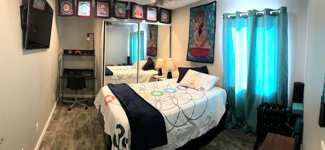 Captain Lynn's Spirit Room