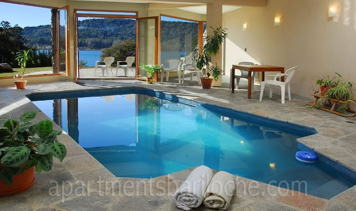 FANTASTIC VILLA - LAKE SHORE - INDOOR POOL (H7)