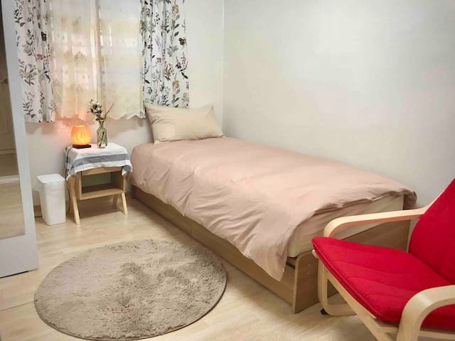 Hapjeong 3min cozy room for 1 / Women Only!