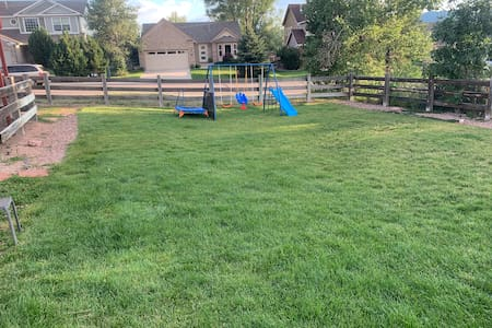 Large Yard To Pitch A Tent & Dog Friendly-Fire Pit