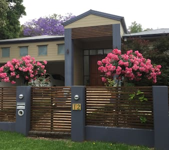 Charming and comfortable in quiet, leafy street! - East Toowoomba