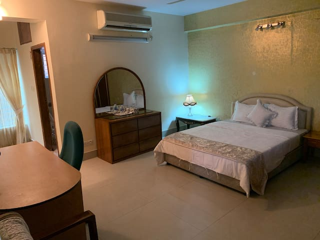 Luxurious 3 Bed in Diplomatic Zone Gulshan 2