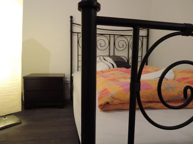 10 min to trade fair from clean quiet room - Kolonia - Apartament