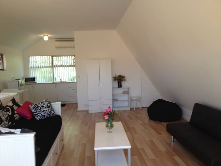 Lovely beach studio in the trees lofts for rent in for Perfect kitchen scarborough